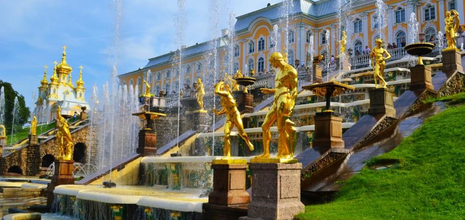 Russia-St-Petersbourg-Peterhof